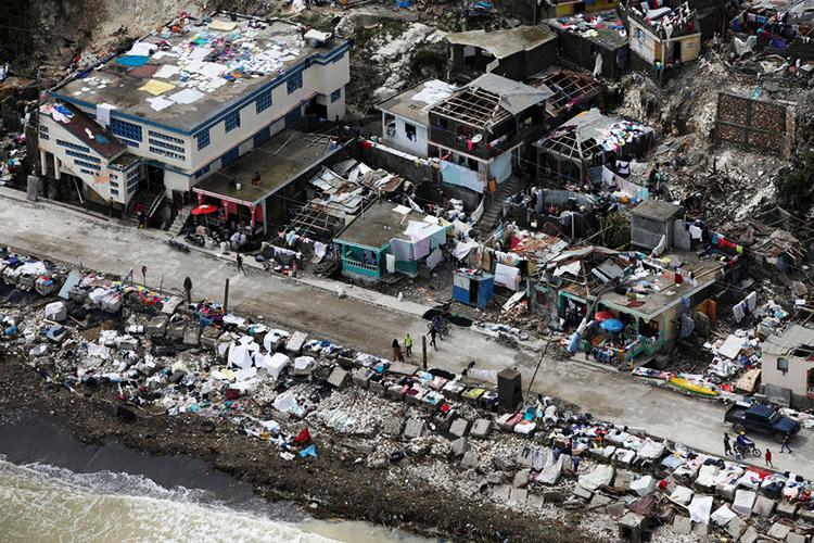 Vista aérea de casas destruídas pelo furacão Matthew em Jeremie, oeste do Haiti - 06/10/2016