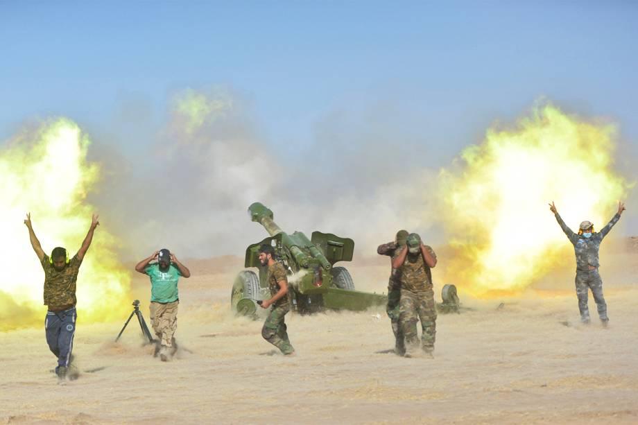 Militares durante confronto com militantes do grupo extremista Estado Islâmico, no sul da cidade iraquiana de Mosul - 29/10/2016