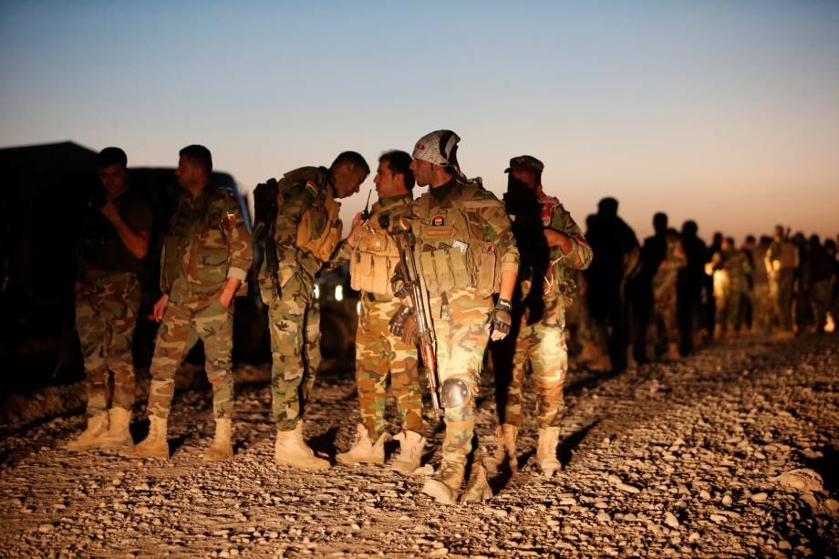 Forças curdas, conhecidas como peshmerga, se reúnem no leste de Mosul para atacar militantes Estado islâmico - 17/10/2016