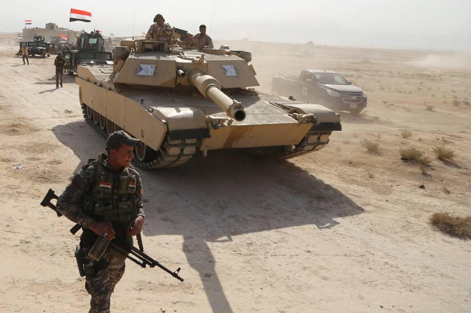 Forças de segurança iraquianas avançam em direção a Mosul durante ofensiva contra o Estado Islâmico