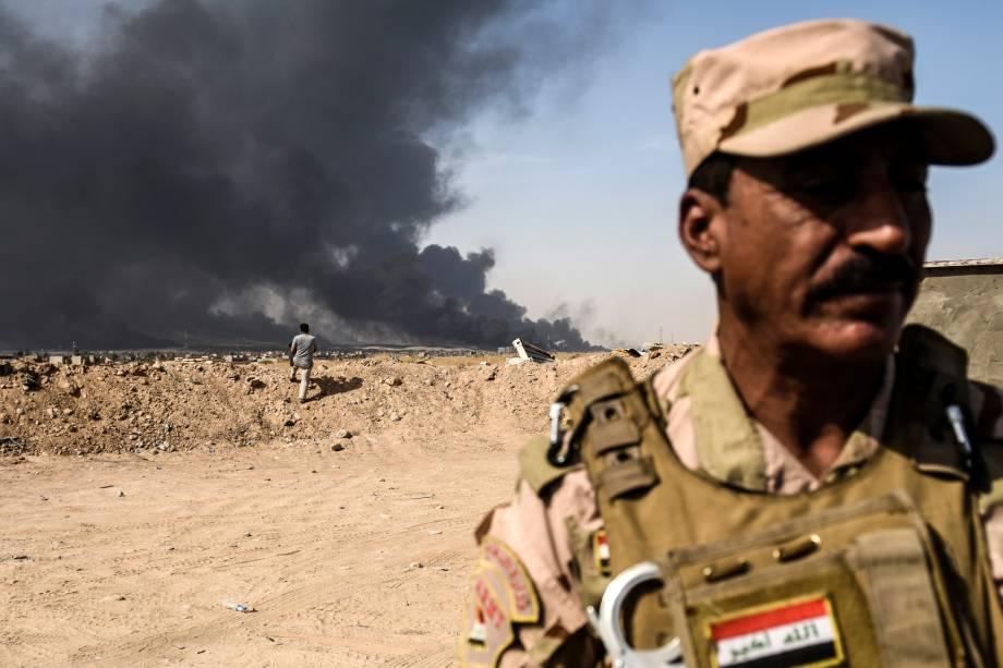 Forças iraquianas avançam em direção a Mosul, durante a operação para recapturar a cidade das mãos do Estado Islâmico - 18/10/2016