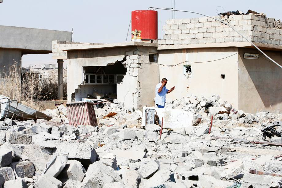 Residências localizadas na cidade de Mosul, no Iraque, são bombardeadas por militantes do Estado Islâmico. Forças iraquianas realizam ofensiva militar na região para retomar território conquistado pelo grupo extremista - 19/10/2016