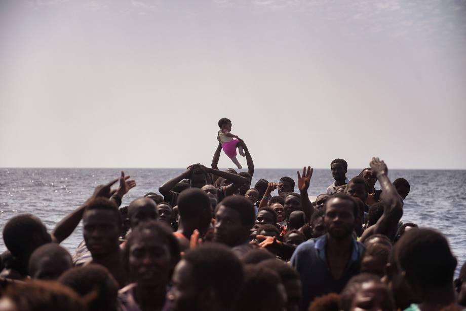 Milhares de refugiados e imigrantes foram resgatados pela organização humanitária Proactiva Open Arms no Mar Mediterrâneo, ao norte da costa da Líbia