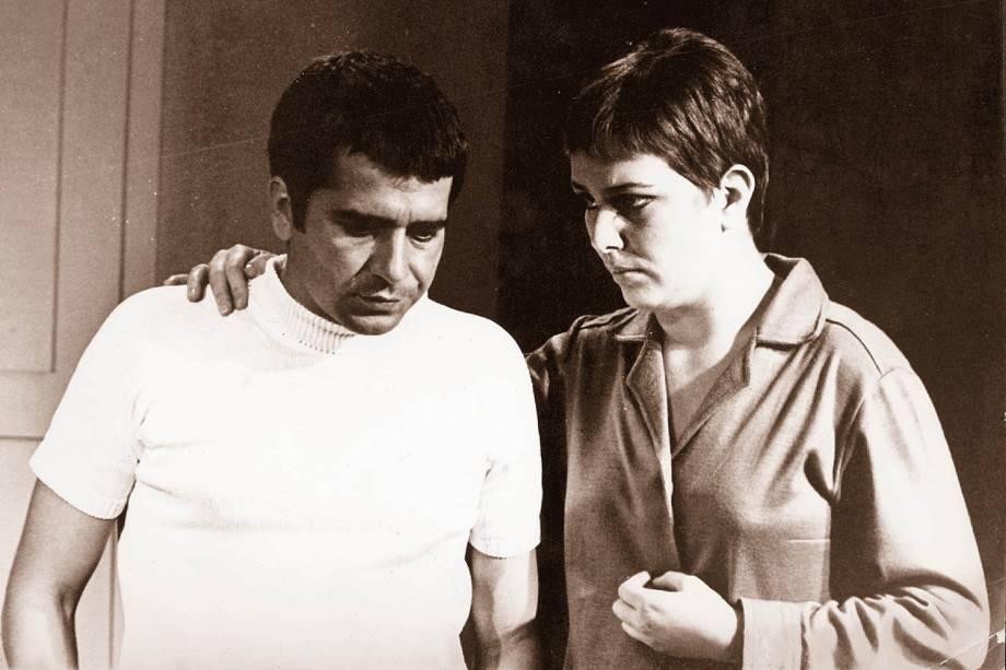 """Plínio Marcos e Irene Ravache na novela """"Beto Rockfeller"""", da Tv Tupi."""