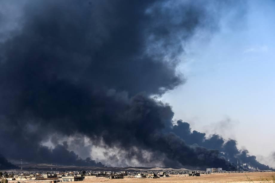 Ofensiva militar iraquianatentarecuperar Mosul do controle do EI - Qayyara, Iraque