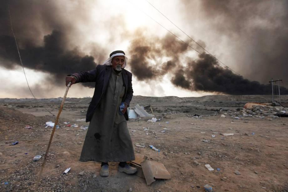 Ofensiva militar iraquiana tentarecuperar Mosul do controle do EI - Qayyara, Iraque