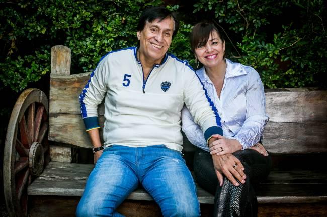 Roberto Rojas, 58, ex-goleiro da seleção do Chile e do São Paulo Futebol Clube e a esposa Viviane Bruno Rojas
