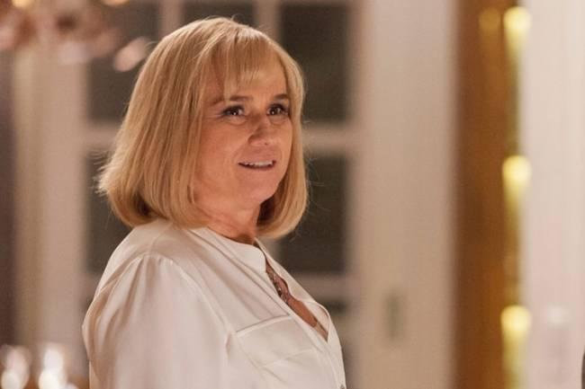 Vera Holtz com perucão loiro na primeira fase de 'A Lei do Amor'