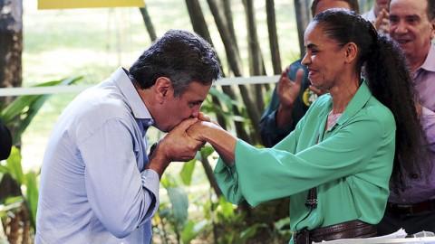 O candidato à Presidência Aécio Neves (PSDB) e a candidata derrotada no primeiro turno Marina Silva (Rede), concedem entrevista em São Paulo (Joel Silva/Folhapress)