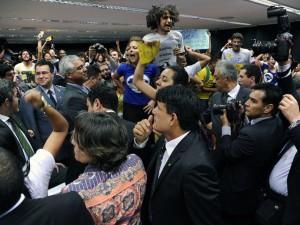 alx_brasil-tumulto-camara-20150610-01_original