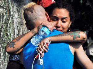 Abraço dos sobreviventes: ataque contra o estilo de vida das democracias e o direito de adultos fazer o que quiserem