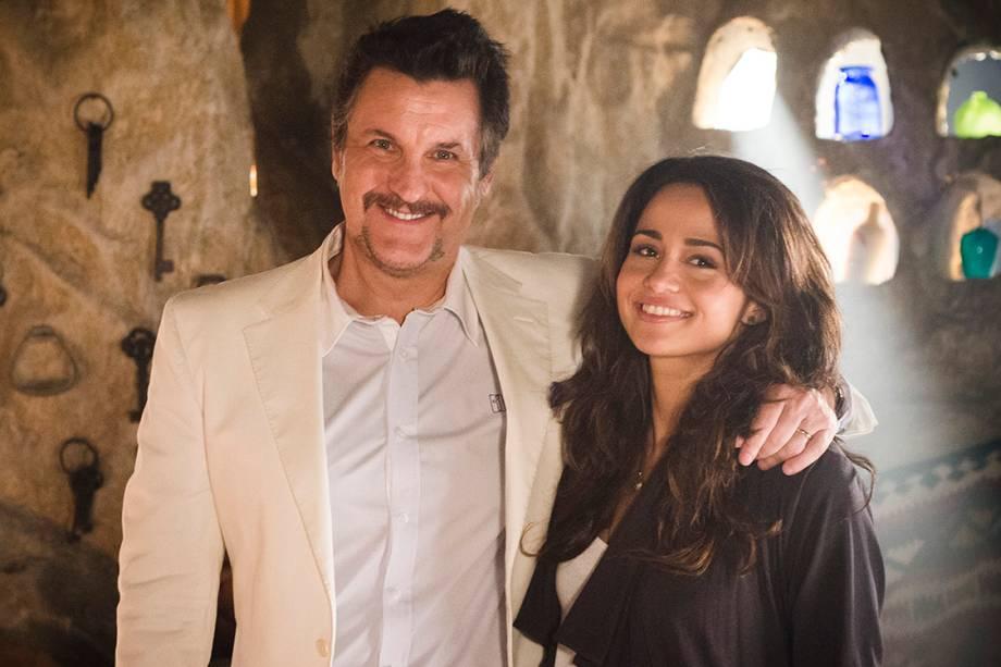 Os atores Antonio Calloni e Nanda Costa na novela 'Salve Jorge'