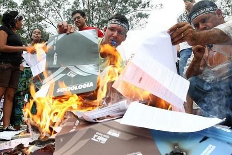 apeoesp-queima-livros