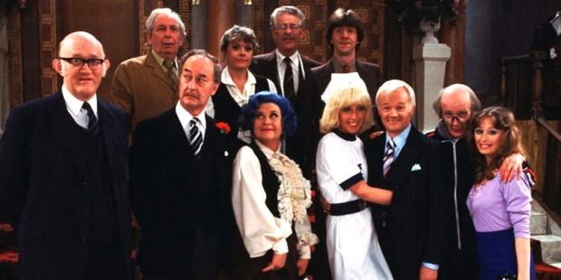 Elenco da versão original de 'Are You Being Served?' (Foto: BBC/Arquivo)