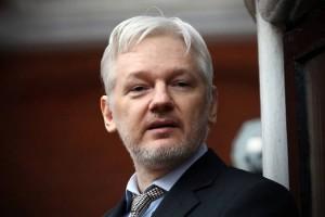Homem de Moscou: se tese dos clintonistas está certa, Assange é colaborador da trama