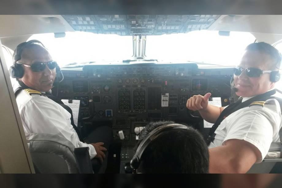 Diretor de Operações Comandante Marco Antonio Rocha e o piloto-chefe comandante Miguel Quiroga