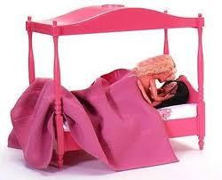 Barbies ideais para o pré-primário não-heteronarmativo: Barbie com Barbie