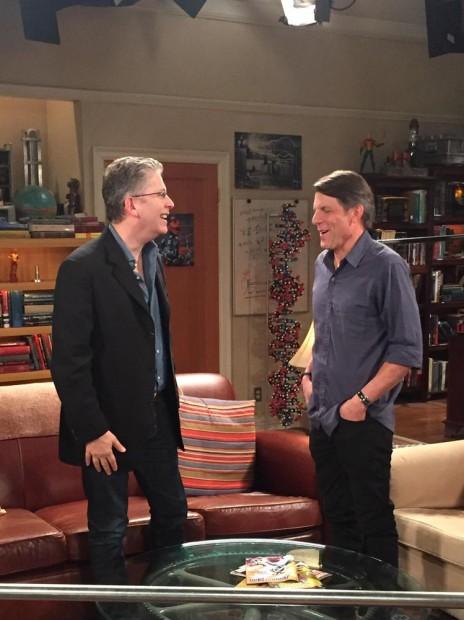 (E-D) Bill Prady, produtor e roteirista de 'The Big Bang Theory', e Adam Nimoy (Foto: Prady, via Twitter)