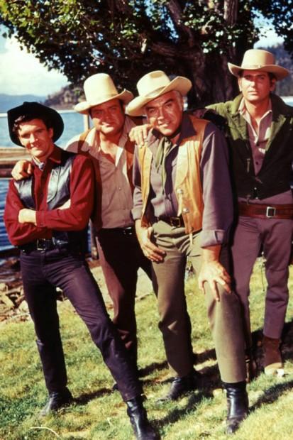 (E-D) Canary, Dan Blocker, Lorne Greene e Michael London em 'Bonanza' (Foto: NBC/Arquivo)