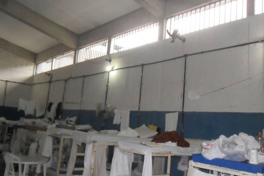 Imagens internas da Prisão Pedrolino Werling de Oliveira, conhecido como Bangu 8