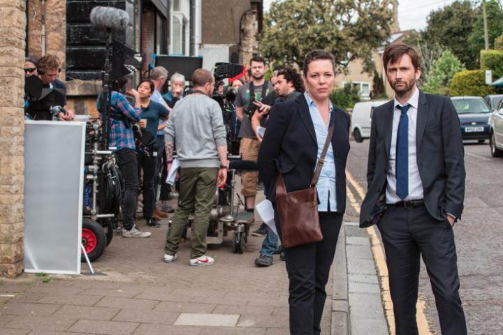 Olivia Coleman e David Tennant nos bastidores de produção de 'Broadchurch' (Foto: ITV)