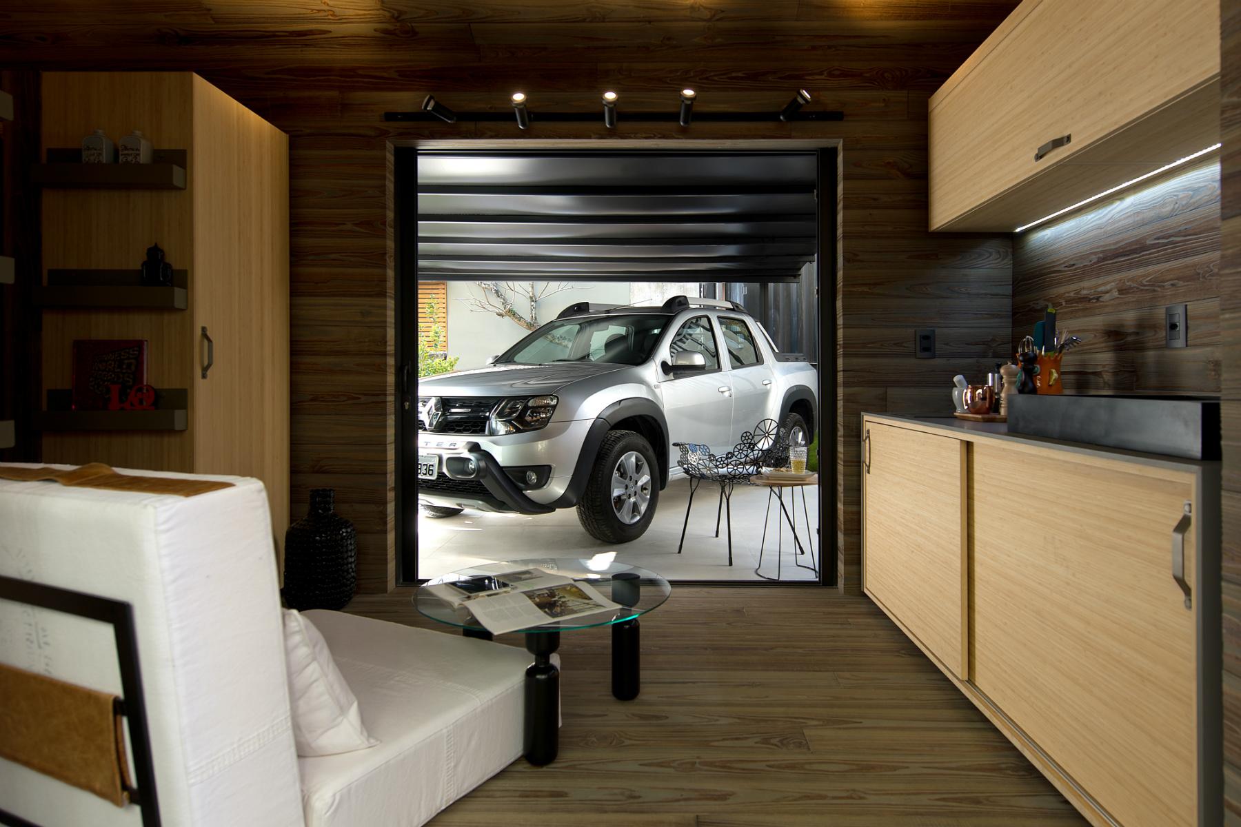 A Cabana Renault, projetada, dos arquitetos Tais Adriana Marchetti Bonetti e Giovani Bonetti, é uma casa nômade