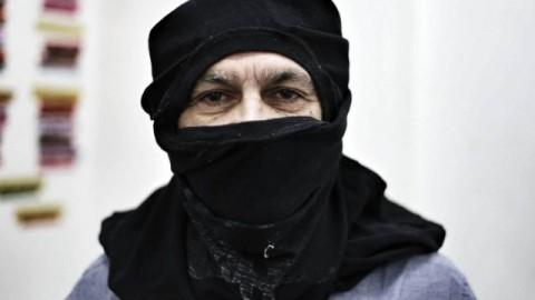 Caetano Veloso fantasiado de black bloc: desembargador cita trecho de uma letra sua no Twitter antes de conceder habeas corpus