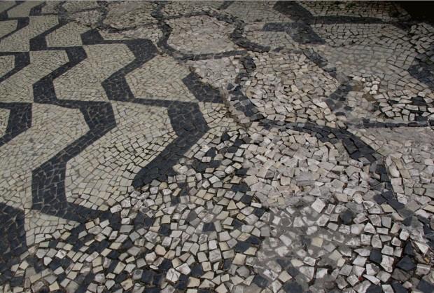 Mosaico parcialmente destruído na Avenida São Luís (Foto Pedro Martinelli)