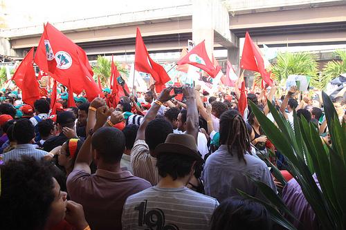 cna-invasao-bandeiras-vermelhas1