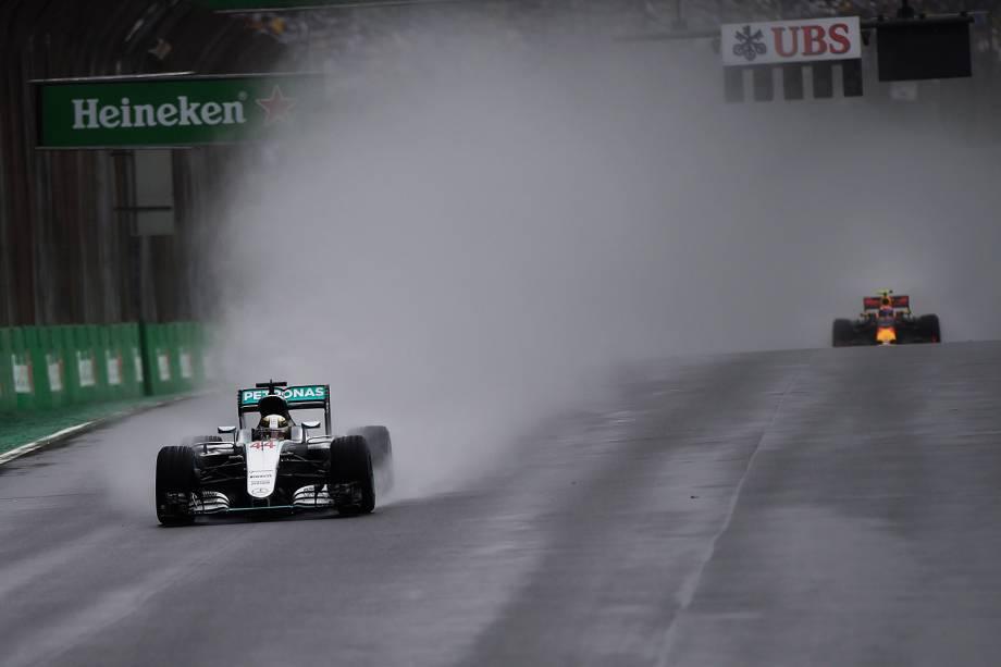O piloto britânico Lewis Hamilton durante o Grande Prêmio do Brasil de Fórmula 1, realizado no Autódromo de Interlagos - 13/11/2016