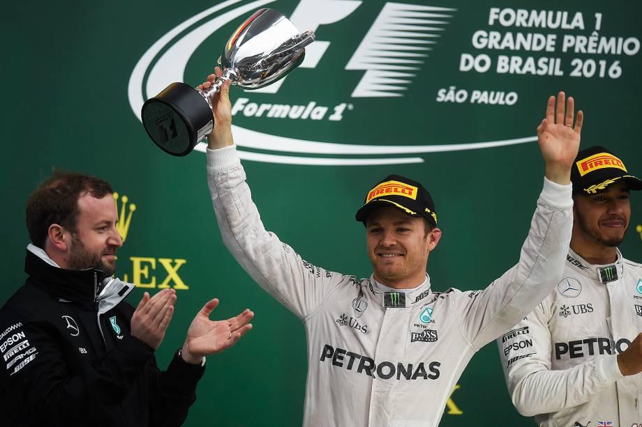 O piloto Nico Rosberg, líder do campeonato, durante cerimônia de premiação do Grande Prêmio do Brasil de Fórmula 1, realizado no Autódromo de Interlagos - 13/11/2016