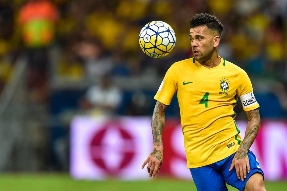 Daniel Alves durante a partida contra a Argentina, válida pela 11ª rodada das eliminatórias Sul-Americanas da Copa de 2018, no estádio do Mineirão, na cidade de Belo Horizonte (MG) - 10/11/2016