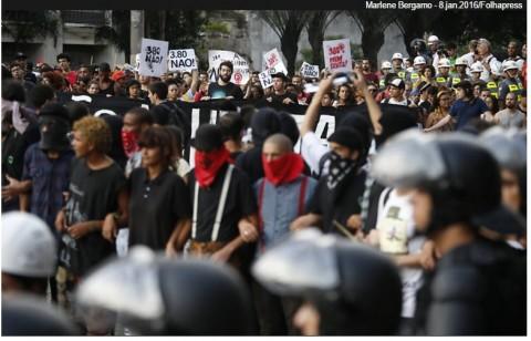 Na linha de frente das ações do Movimento Passe Livre, os black blocs de sempre