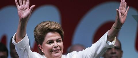 Dilma no discurso da vitória: terninho branco, alma rubra