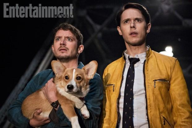 (E-D) Elijah e Samuel na primeira foto divulgada de 'Dirk Gently's Detective Agency' (Foto: BBC America via EW)