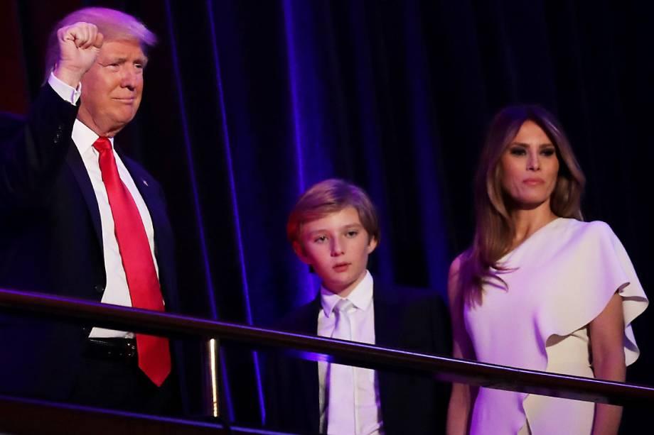 O presidente eleito dos Estados Unidos, Donald Trump, ao lado de sua mulher Melania Trump e seu filho Barron Trump