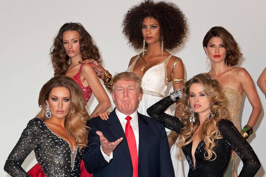 Donald Trump com candidatas ao Miss Universo em 2011