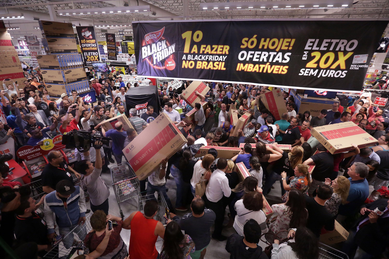 Black Friday: clientes priorizam frete grátis e retirar na loja | VEJA