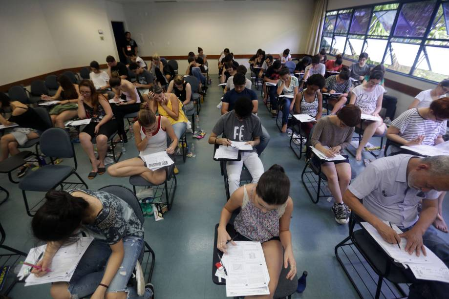 Estudantes começam a prova da Fuvest, vestibular que dá vaga para Universidade de São Paulo
