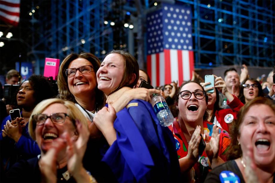 Apoiadores da candidata democrata à presidência dos Estados Unidos, Hillary Clinton aguardam a votação em Nova York - 09/11/2016