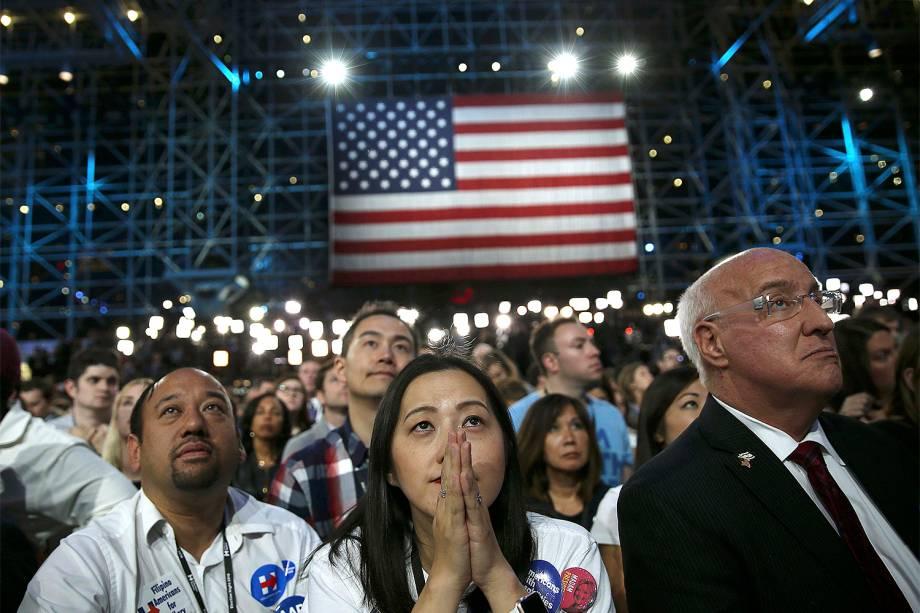 Apoiadores da candidata democrata Hillary Clinton acompanham a apuração da eleição presidencial americana em Nova York - 09/11/2016