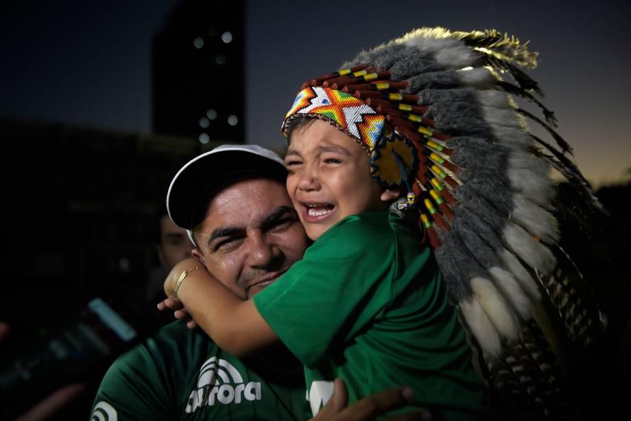 Torcedores da Chapecoense lotam a Arena Condá para homenagear as vítimas do acidente aéreo envolvendo atletas e comissão técnica da equipe na Colômbia