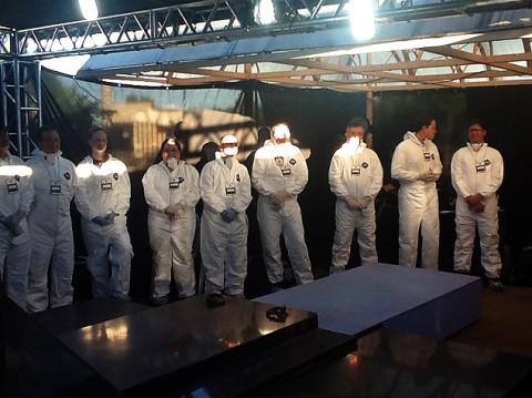 Técnicos que fizeram a exumação dos restos mortais de Jango (Foto: Felipe Bächtold/Folhapress)