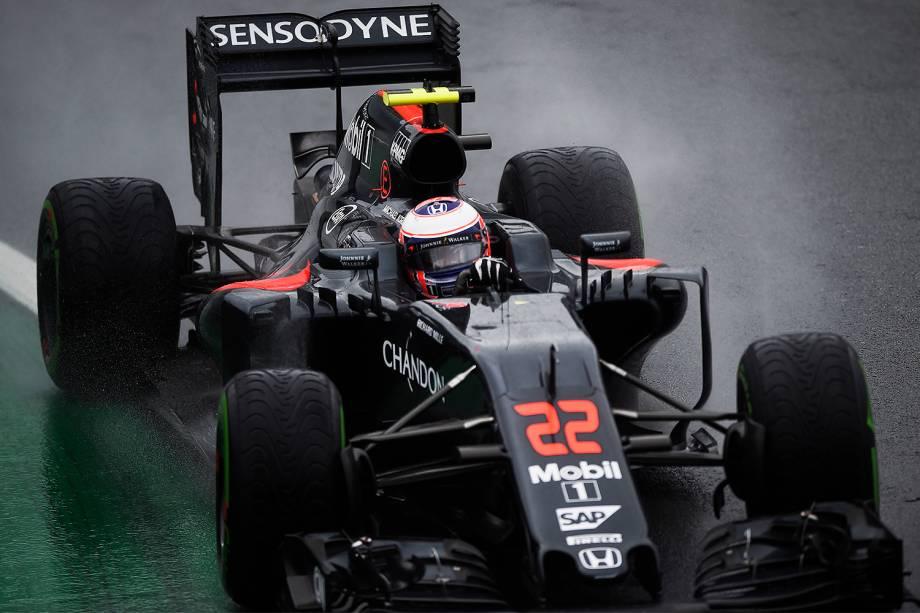O piloto Jenson Button, da equipe McLaren, durante o Grande Prêmio do Brasil de Fórmula 1, realizado no Autódromo de Interlagos - 13/11/2016
