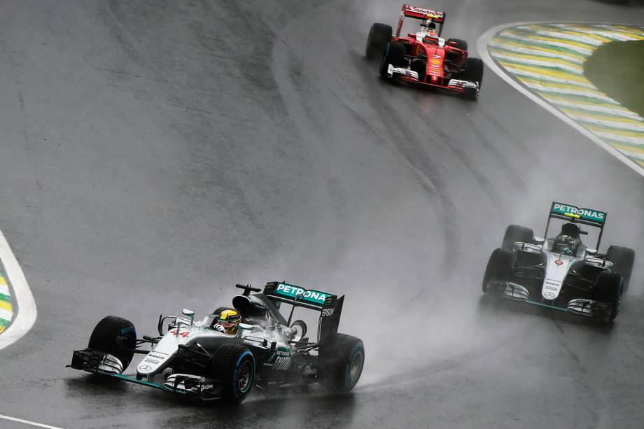 O piloto Lewis Hamilton durante o Grande Prêmio do Brasil de Fórmula 1, realizado no Autódromo de Interlagos - 13/11/2016