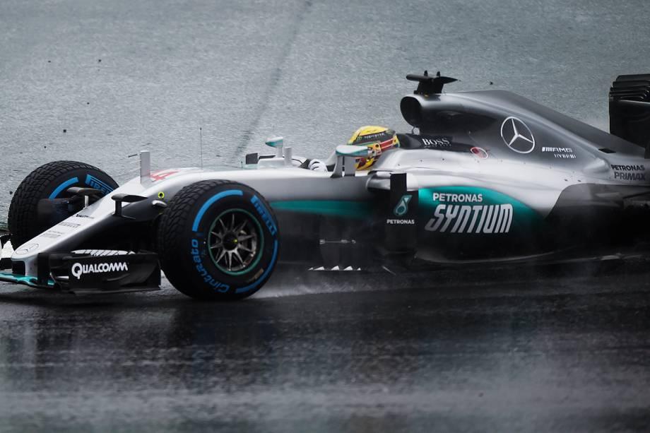 O piloto Lewis Hamilton, da equipe Mercedes, durante o Grande Prêmio do Brasil de Fórmula 1, realizado no Autódromo de Interlagos, zona sul de São Paulo (SP) - 13/11/2016