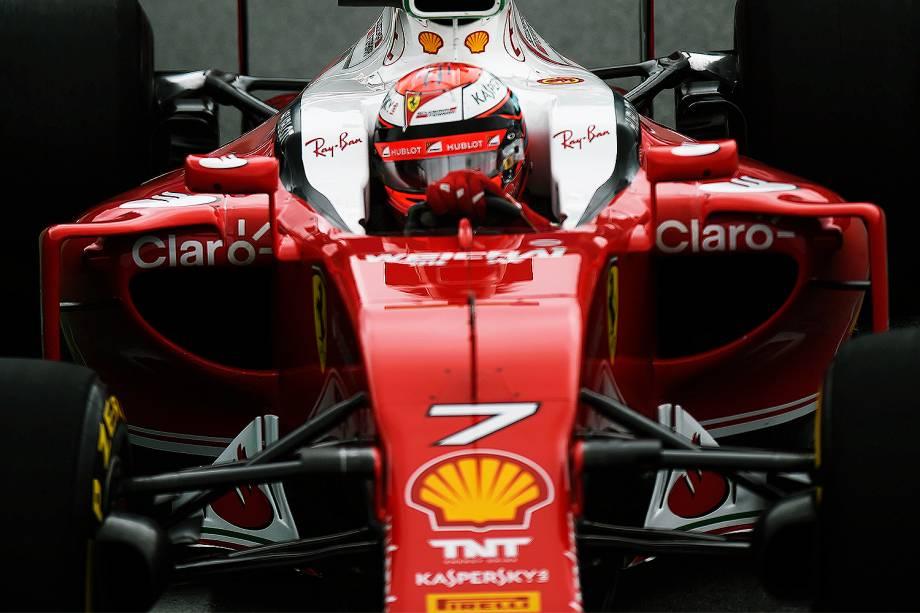 O piloto finlandês Kimi Raikkonen, da equipe Ferrari, durante o treino classificatório para o Grande Prêmio do Brasil de Fórmula 1, realizado no Autódromo de Interlagos, zona sul de São Paulo (SP) - 12/11/2016