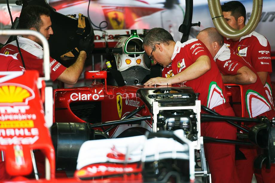 Movimentação no box da equipe Ferrari, durante os preparativos para o Grande Prêmio do Brasil de Fórmula 1, realizado no Autódromo de Interlagos, zona sul de São Paulo (SP) - 10/11/2016