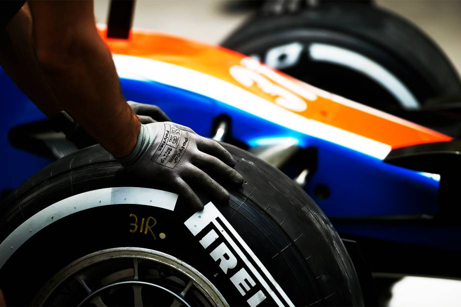 Movimentação nos boxes durante os preparativos para o Grande Prêmio do Brasil de Fórmula 1, realizado no Autódromo de Interlagos, zona sul de São Paulo (SP) - 10/11/2016