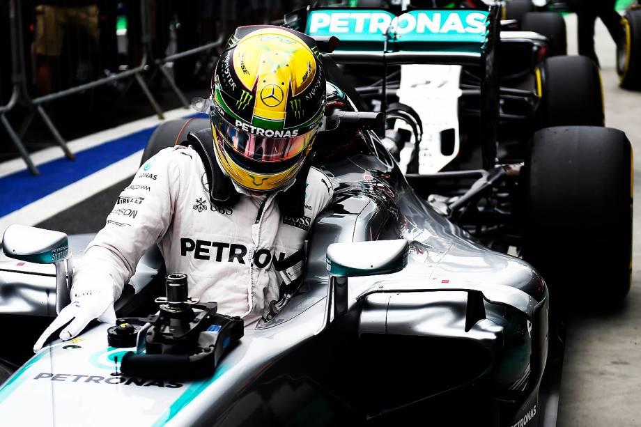 O piloto britânico Lewis Hamilton, da equipe Mercedes, conquista a pole-position para o Grande Prêmio do Brasil de Fórmula 1, realizado no Autódromo de Interlagos, zona sul de São Paulo (SP) - 12/11/2016